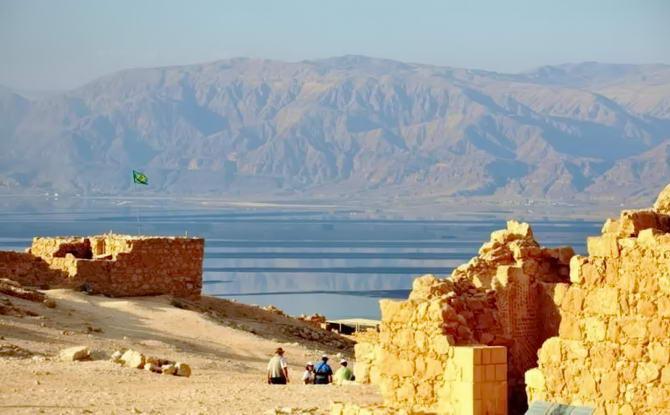 вид на гори біля фортеці Масада