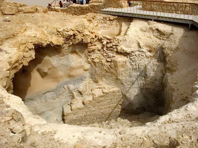 ями для дощової води на фортеці Масада