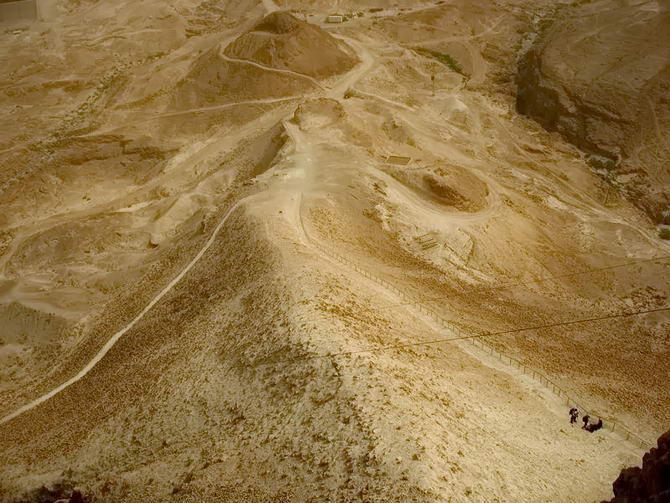 насипний підйом біля фортеці Масада