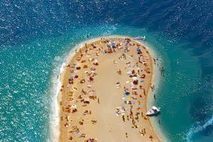 Хорватські пляжі для зручності туристів поділять на категорії