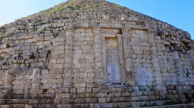 У мавзолеї покояться тіла Джуби ІІ та Клеопатри Селени ІІ