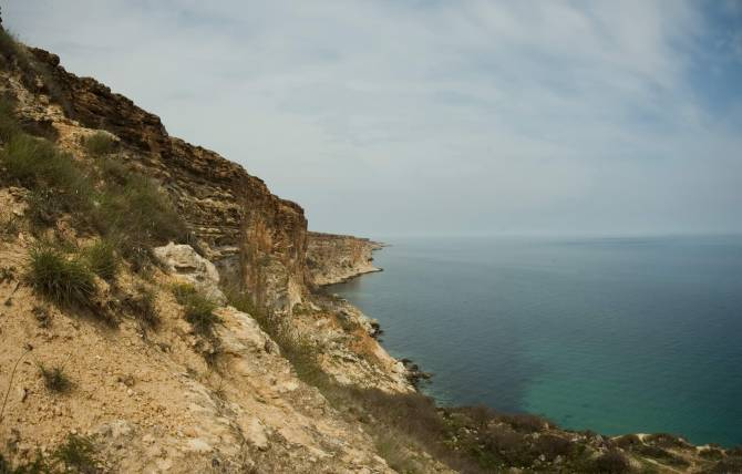 Скелі Фіолента весною