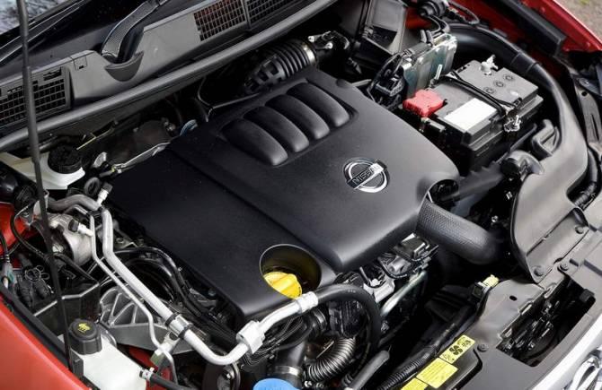 двигатель автомобиля Nissan Qashqai после обслуживания и ремонта