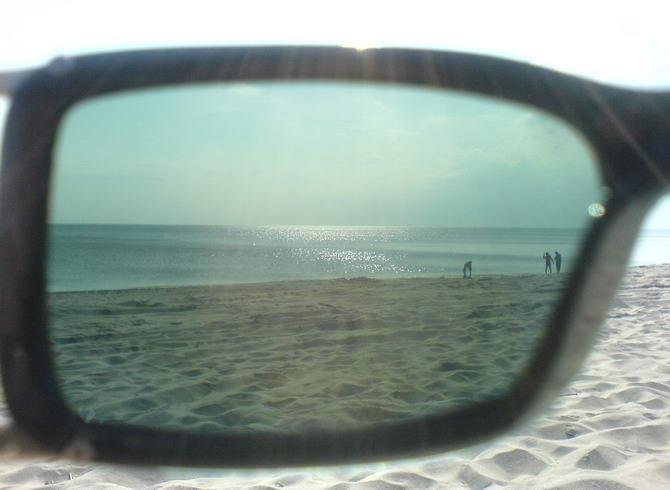 через стекло очков от солнца