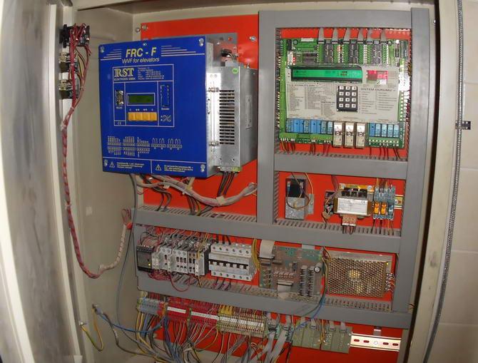 Отель Sural. Фото электрического шкафа лифта