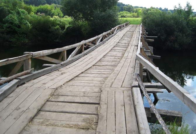Зелёный туризм. Мост через реку