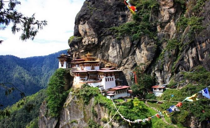 шлях до монастиря Такцанг-Лакханг