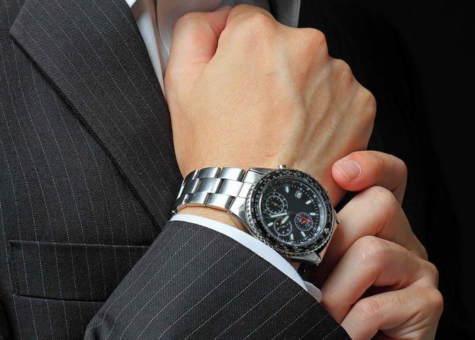стильний швейцарський годинник