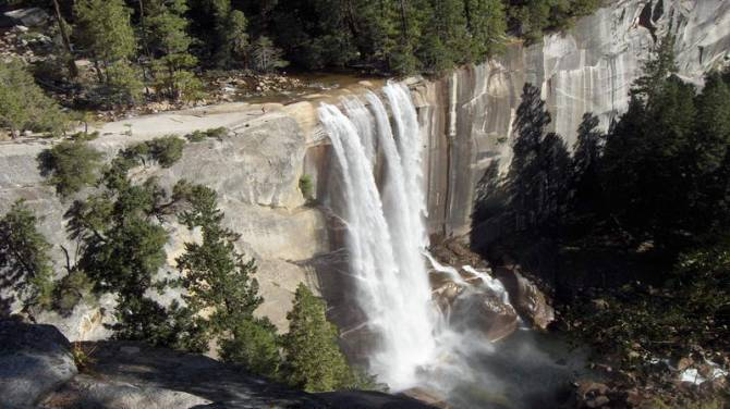 вид на водоспад національного парку Йосеміті
