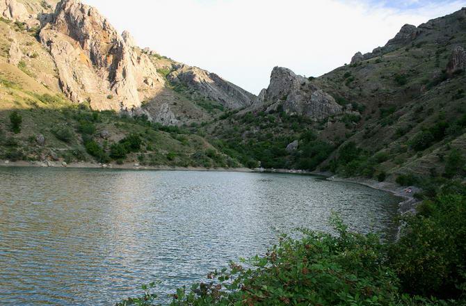 Гірське озеро в урочищі Панагія