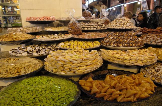 Скуштуйте традиційні блюда і до кінця поїздки ви будете забезпечені дешевою їжею