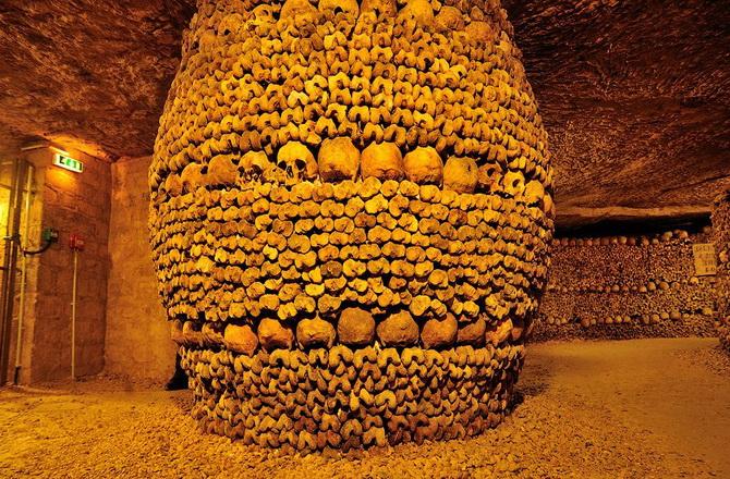 останки шести мільйонів чоловік в паризьких катакомбах