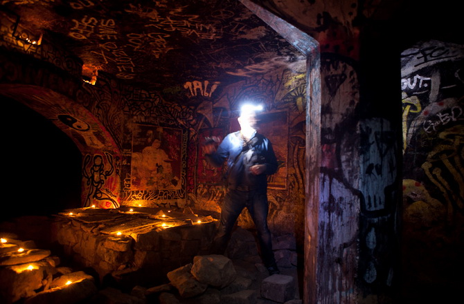 підземні апартаменти в катакомбах Парижу