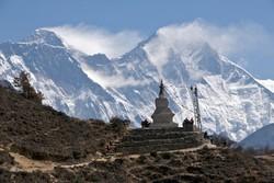 Для туристів в Непалі відкрили Еверест