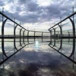 Скляний міст над прірвою – новий атракціон в Китаї