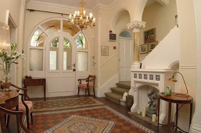 кімната у вікторіанському стилі