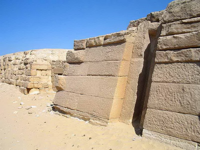 поверхня єгипетської піраміди