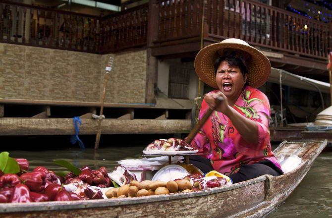 колорит тайського плавучого ринку
