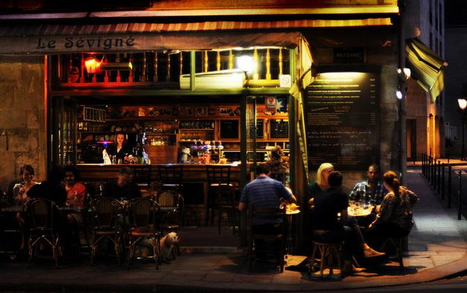 вуличне кафе в кварталі Маре