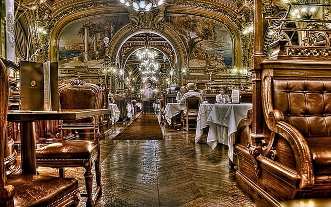 Класичний паризький ресторан