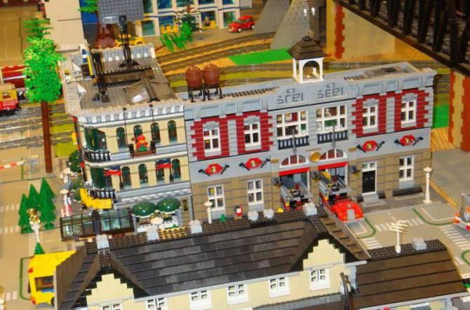 Музей Lego в Празі - пожежна станція