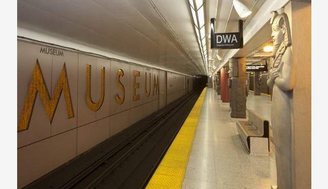 станція Музей у Торонто