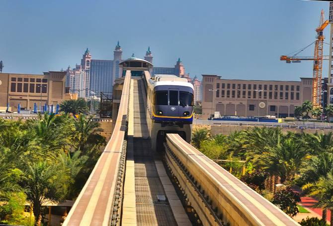 наземное метро в Дубаи