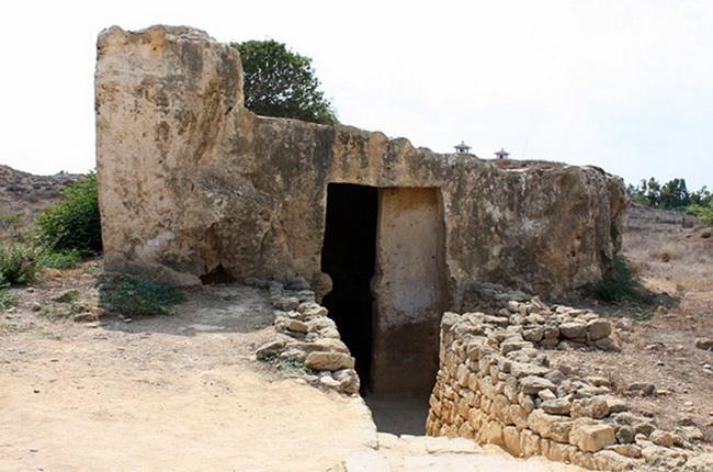 гробниці в Макроніссос