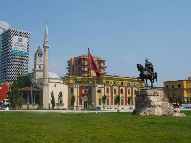 Албания. Площадь Сканденберга в Тиране