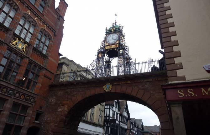 часы на восточных воротах в Честере