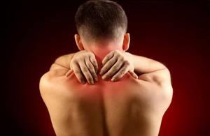 Чому болить шия і що робити при шийному прострілі