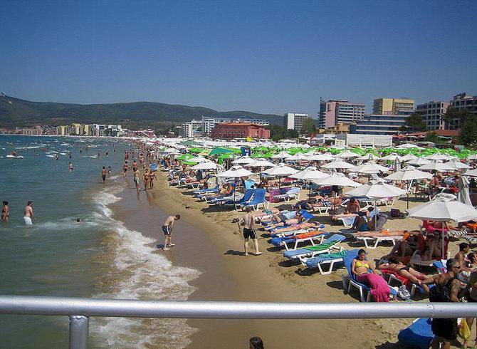 Пляж Сонячного берега в серпні. Популярне місце!