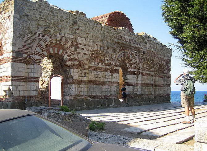 Старовинні будівлі Несебра