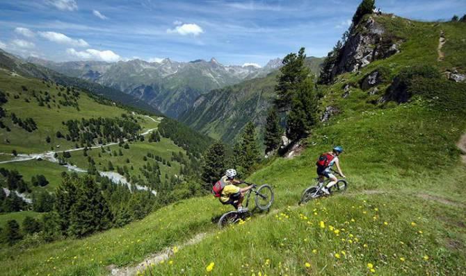 прогулянки по Карпатських горах на велосипедах