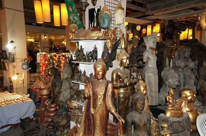 Можна купити навіть статую