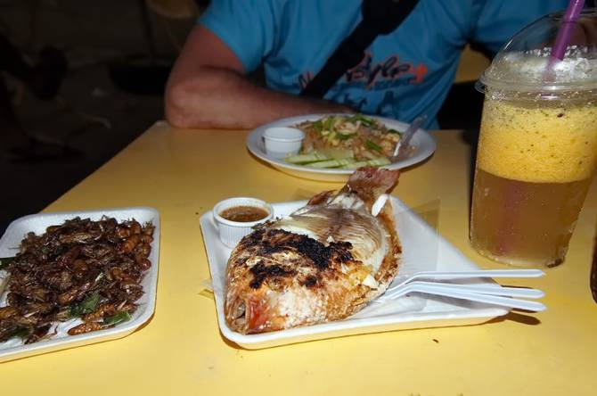 Їжа на нічному ринку Крабі