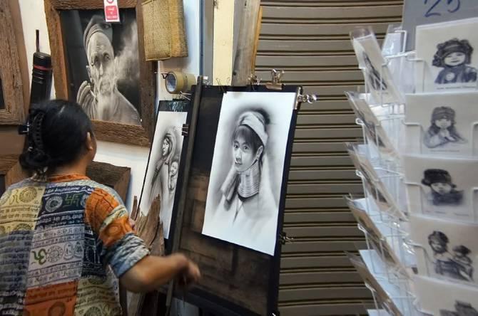 Художник на нічому ринку в Чіанграї