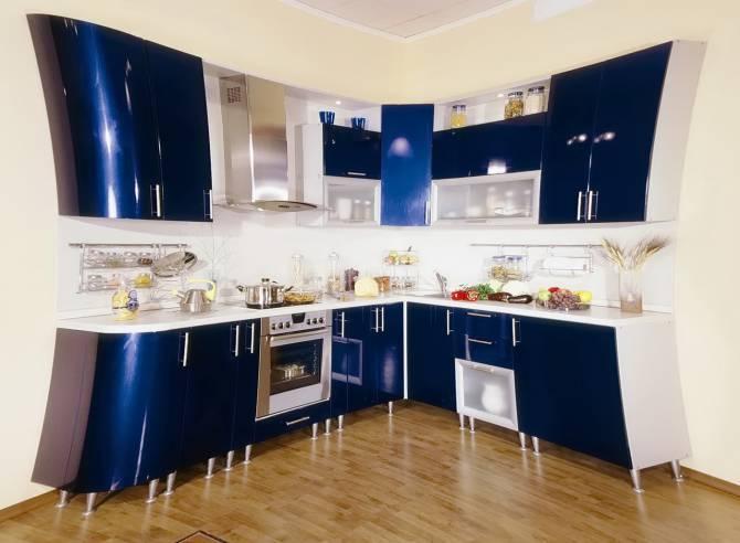 угловая кухня синего диапазона