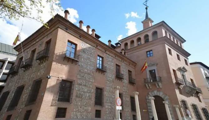 Будинок з сімома димарями у Мадриді