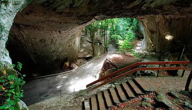 Печери Сугаррамурді в Наваррі