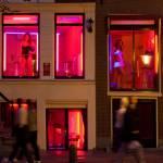 У Амстердамі туристів, що витріщаються, намагаються вигнати з кварталу червоних ліхтарів