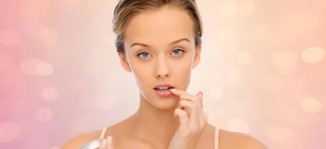 бальзам для губ в макіяжі