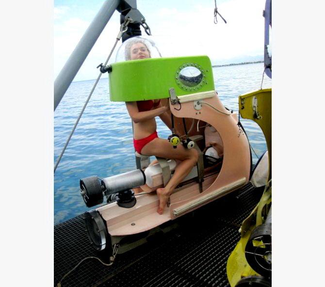 Прогулянка по дну океану на підводному скутері і риболовля на велику рибу
