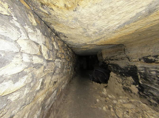 Фото: тунелі в катакомбах Одеси
