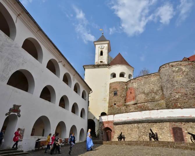 фото: знаменитий мукачівський замок Паланок