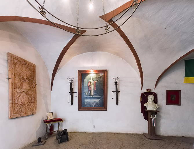 Фото: Зал з портретом графині. Замок Паланок