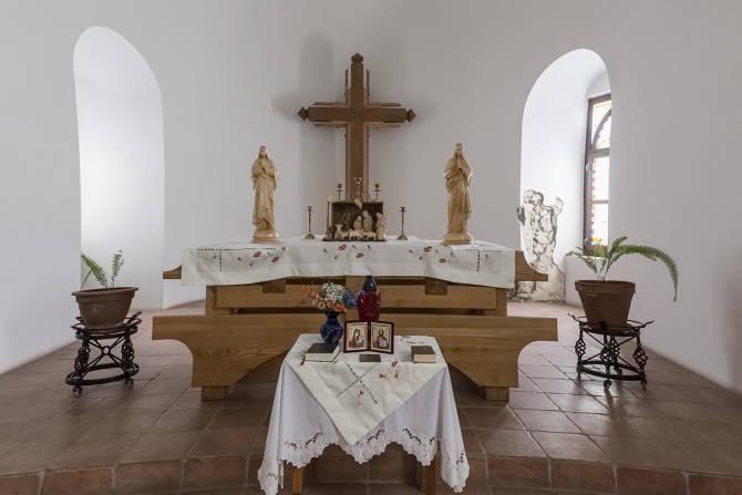 Фото: куточок в екуменічній церкві. Замок Паланок