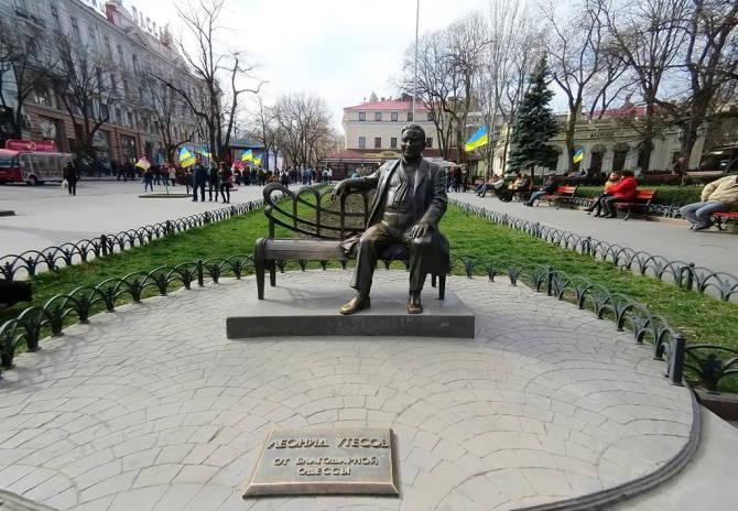 Одеса. Пам'ятник Л.Утьосову