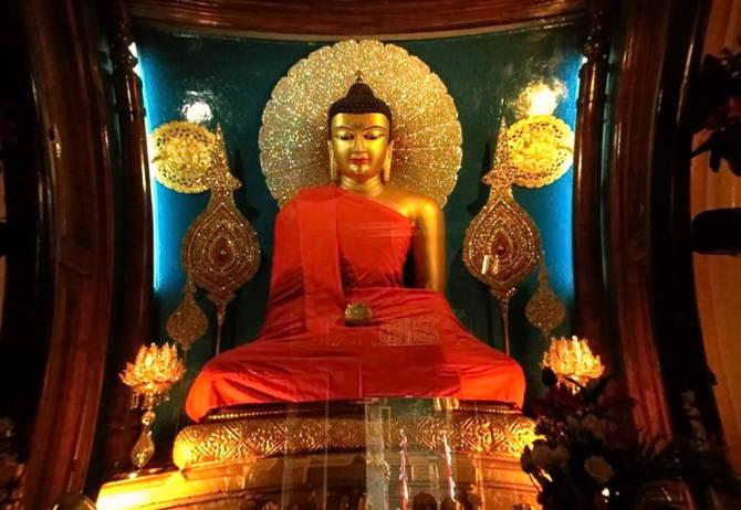 Статуя в храмі Махабодхі