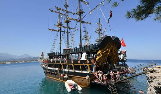 экскурсия на «пиратском» корабле в Сиде